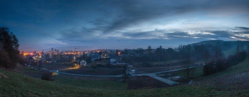 Grundstück kurz vor Sonnenaufgang