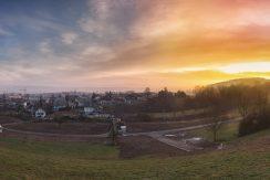 Grundstück kurz nach Sonnenaufgang
